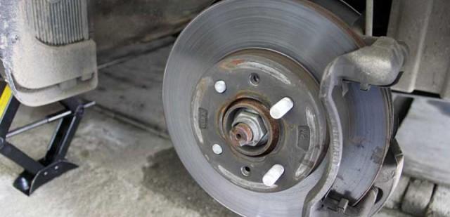 Порядок замены тормозных колодок передних и задних колес