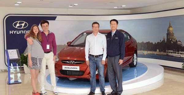 Владелец юбилейного 500-тысячного Solaris посетил производственную площадку Hyundai в Петербурге