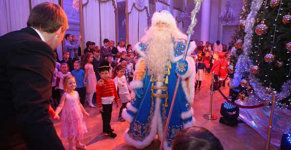 Российский завод Хендай стал спонсором детской новогодней елки