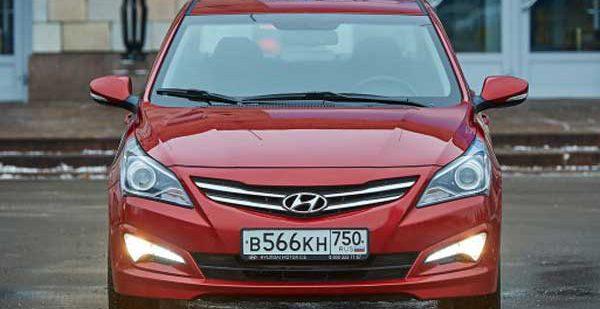 На российском авторынке Hyundai Solaris поделил пальму первенства с Renault Duster
