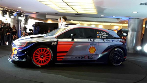 Hyundai i20 Coupe WRC на презентации